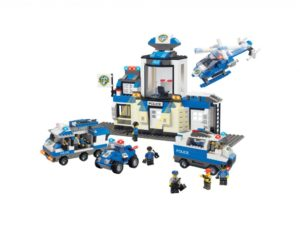 caserma della polizia, mezzi della polizia, guardi e ladri , idee regalo per natale,police station, police vehicles, look and thieves, gift ideas for christmas