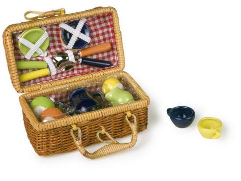 colorful picnic service for children , dolce picnic in giardino, servizio da tè