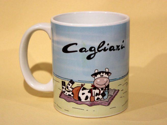 mucca al mare poetto cagliari, la sella del diavolo cagliari, tazza mucca la spiaggia del poetto cagliari, souvenir della sardegna, souvenir mug Sardinia, the beach poetto cagliari